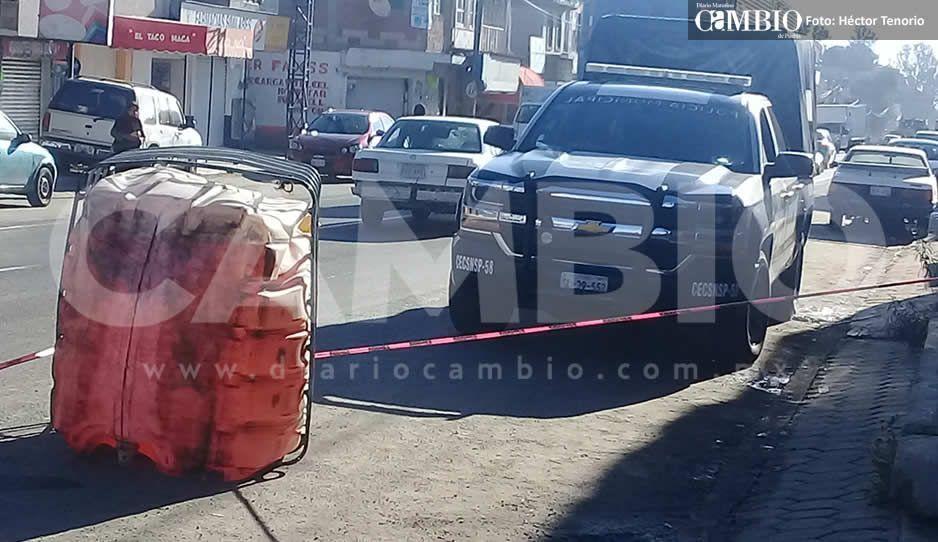 Huachicoleros dejan tirado contenedor con combustible en la federal México-Puebla