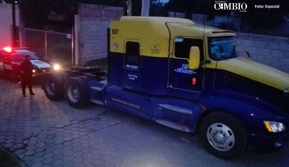 Recuperan tractocamión con reporte de robo en Cuautlancingo