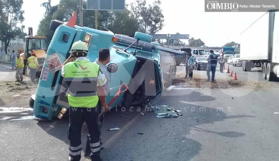 Vuelca pipa con diésel en la autopista México-Puebla, hay dos heridos (FOTOS y VIDEO)