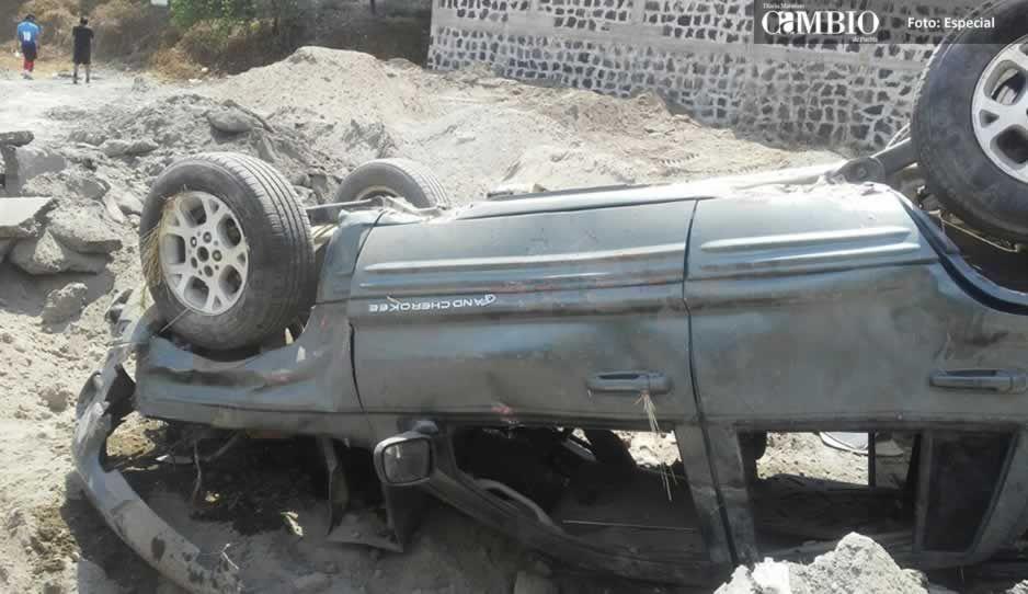 Aparatoso accidente deja sólo daños materiales en Texmelucan