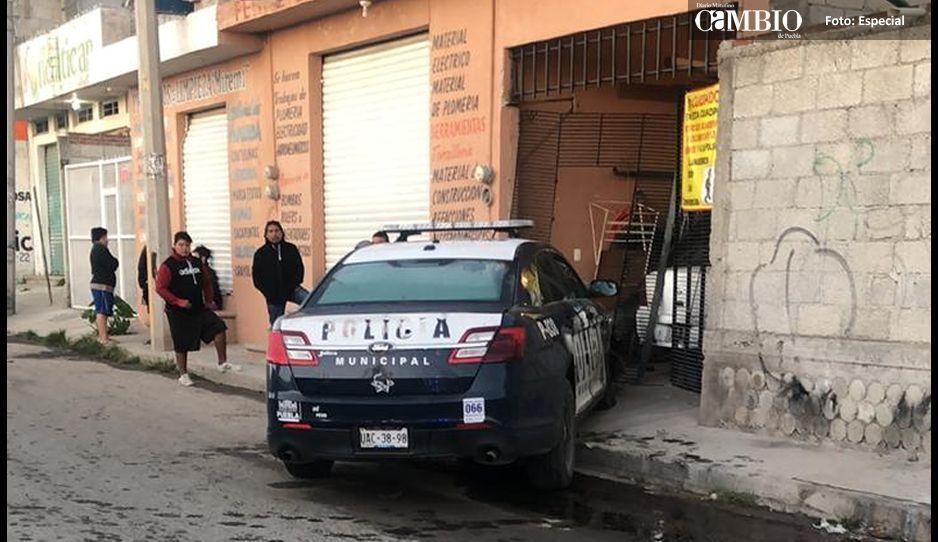Se estrella patrulla en Avenida Progreso cerca del lugar del asesinato de los hermanos Flores Rey