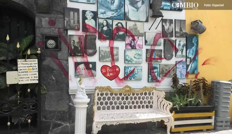 Denuncian por homicidio a grafitero que rayó la Banca del Amor en Atlixco