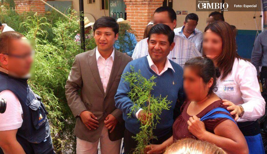 Empleados del Ayuntamiento de Tlacotepec  acusan al edil por corrupción y nepotismo