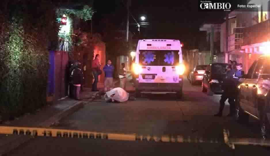 Chofer se desmaya en plena calle de Atlixco y muere por falta de atención médica