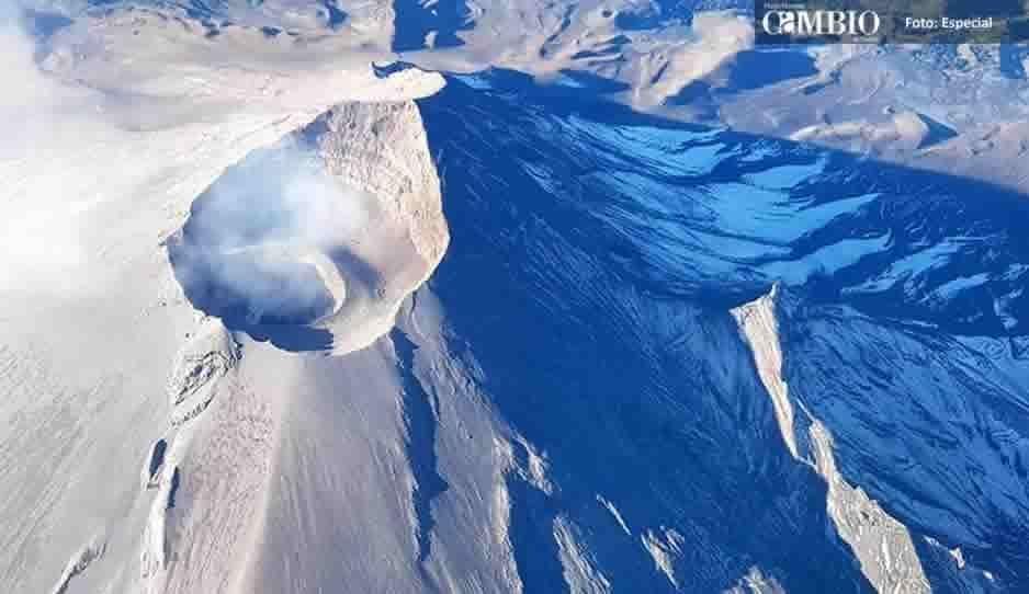 Sobrevuelan el Popocatépetl y localizan nuevo domo de 250 metros