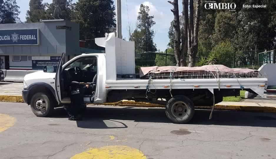 Policías federales recuperan camioneta robada y detienen al conductor