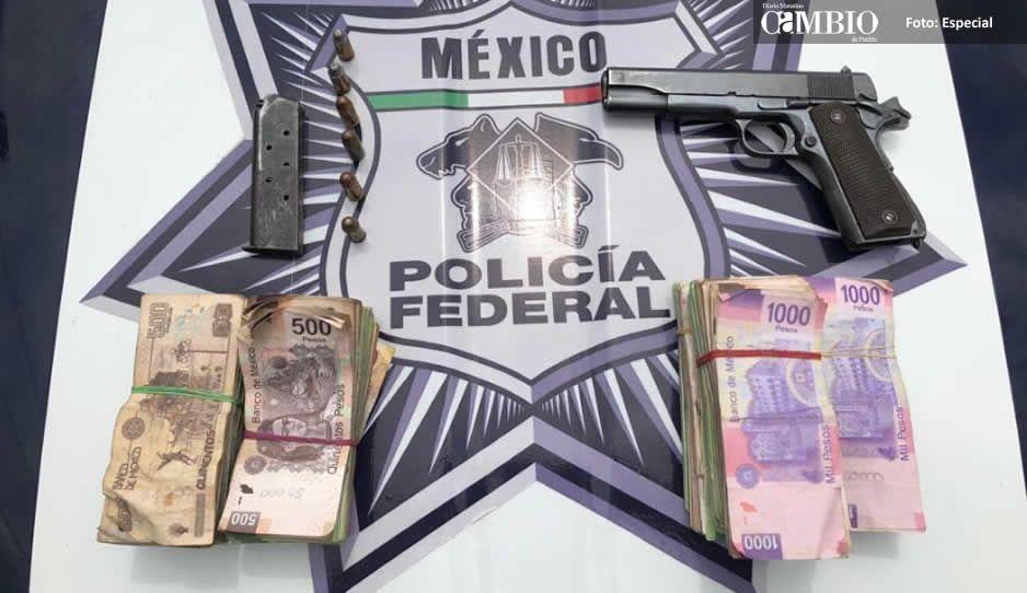 Aseguran a tres con armas de fuego y 270 mil pesos en la México-Puebla