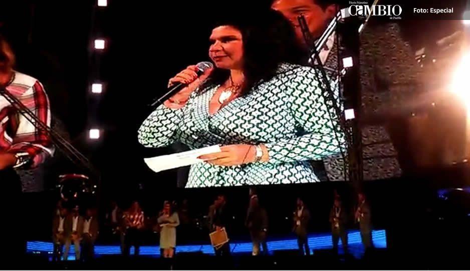 Abuchean a la alcaldesa Norma Layón en fiesta patronal de Texmelucan (VIDEO)