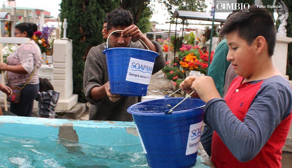 20 mil litros de agua repartir Soapama en Panteón municipal de Atlixco