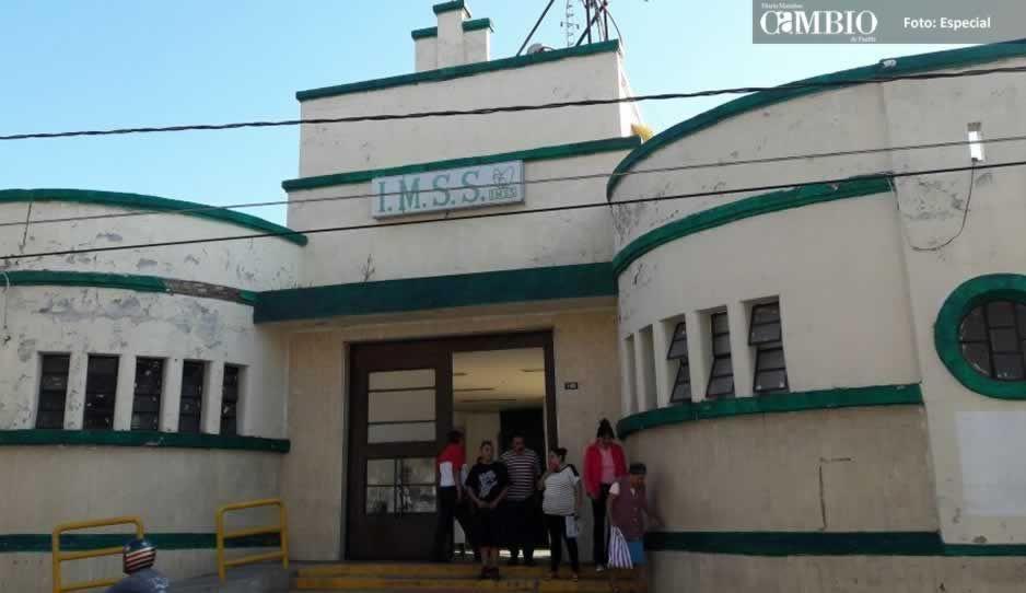 Joven de 22 años se provoca un aborto y tira el feto en baño de clínica del IMSS en Atlixco