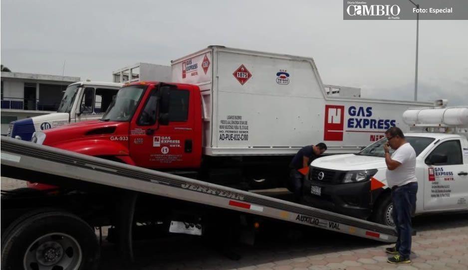 Detienen a dos camiones por suministrar gas en la calle