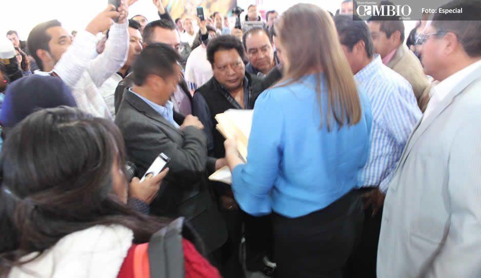 Ediles auxiliares de Texmelucan se lanzan contra Rubén Garrido