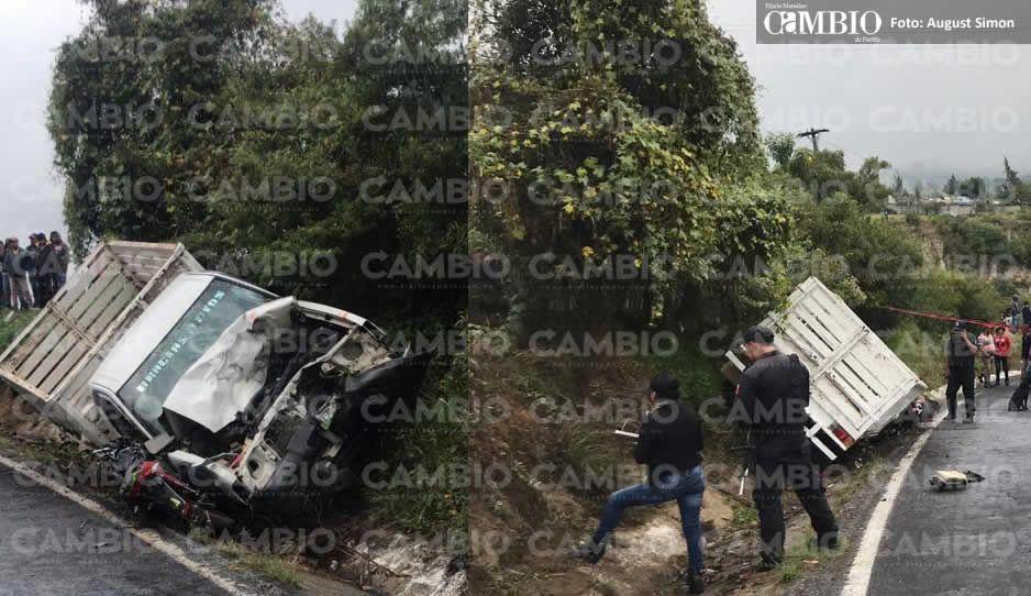 Camioneta impacta y mata a dos hermanos a bordo de una motocicleta en Acatzingo