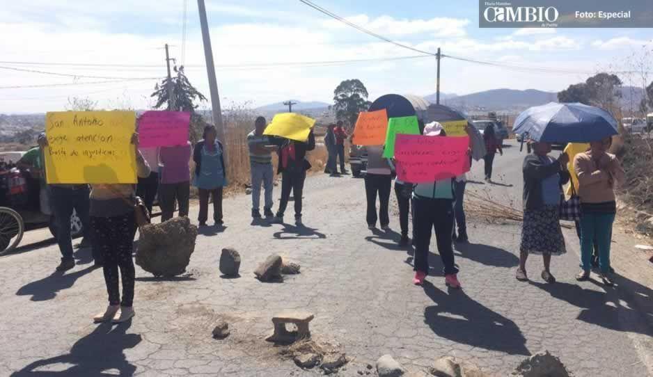 Pobladores de Cacalotepec, piden a Grupo Proyecta la realización de diez obras