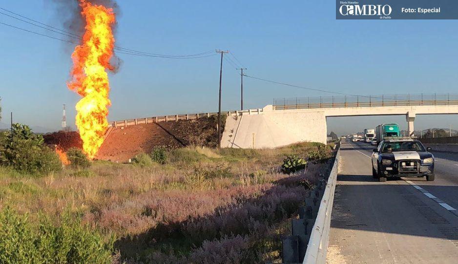 Casi dos días duró el incendio de la toma clandestina en Ocotitlán