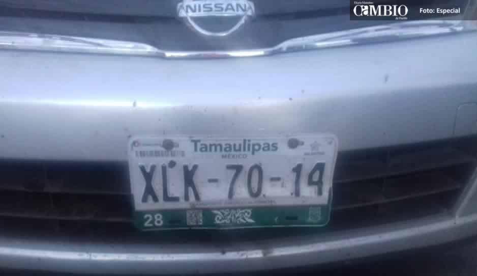 Localizan vehículo con reporte de robo y manchas de sangre en Texmelucan
