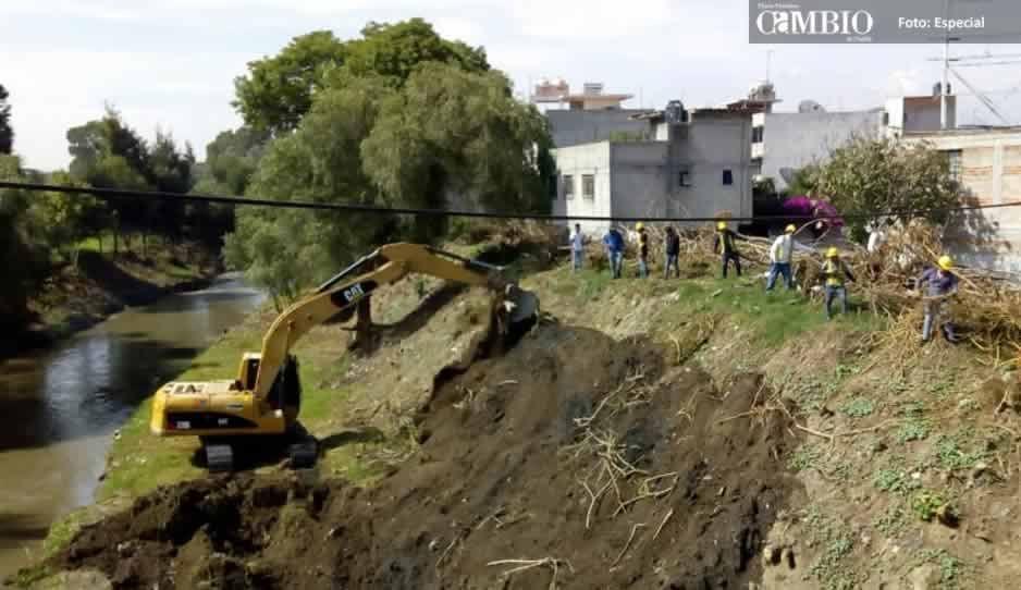 Siguen los trabajos de desazolve de ríos en Texmelucan