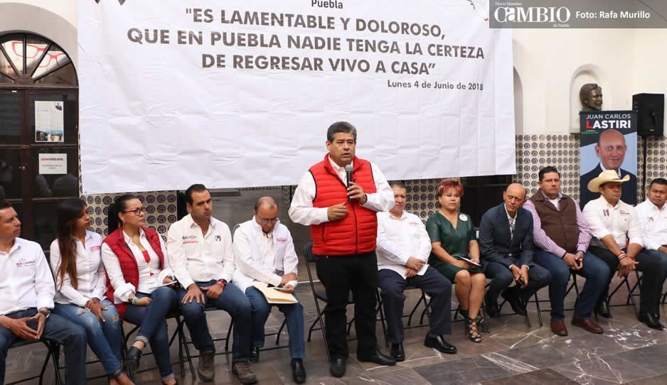 Priistas guardan un minuto de silencio por Juany Maldonado y Erika Cázares