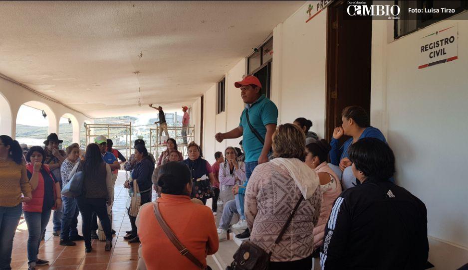 Protestan en Ocoyucan por despidos injustificados y suspensión de apoyos DIF