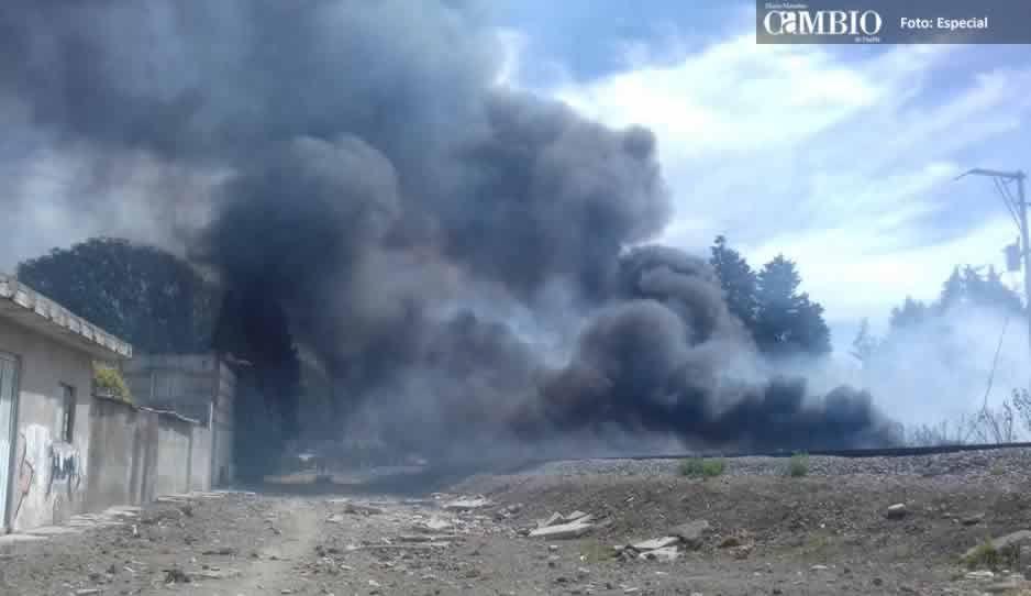 Se registra incendio de pastizal y llantas en Cuautlancingo (VIDEO)