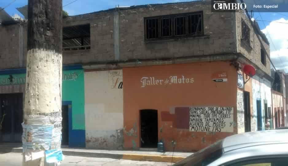 En pleno centro de Atlixco matan a hombre de 62 años dentro de su negocio