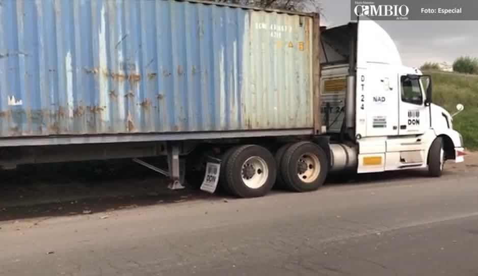 PF localiza en Xoxtla tractocamión robado que trasladaba material peligroso