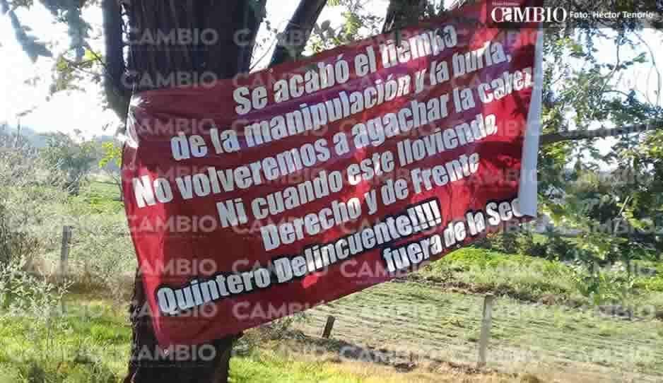 Colocan mantas contra líder sindical en Texmelucan (FOTOS)