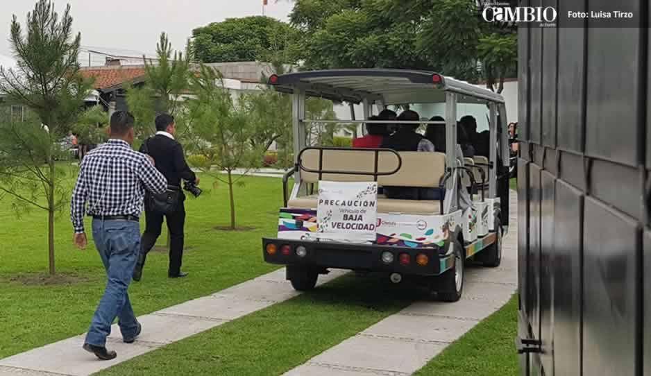 FOTOS: JJ utiliza unidades oficiales para meter gente a la comida con TatianaClouthier