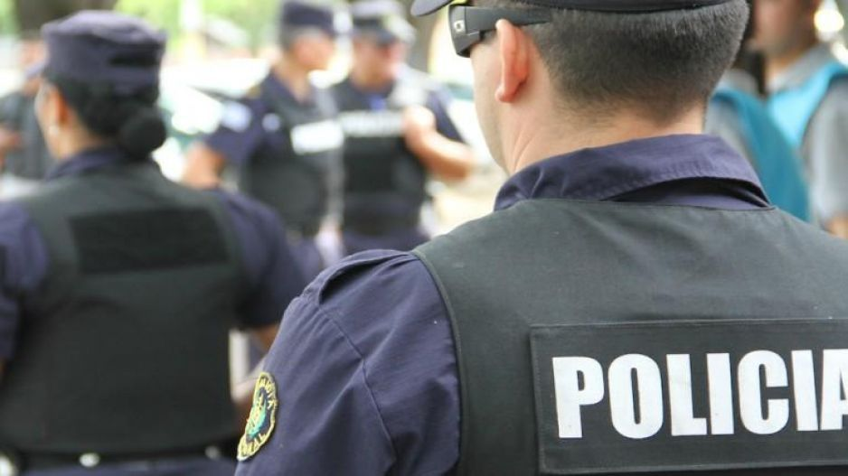 6 policias y un abogado vinculados por extorsión contra pervertido nalgueador