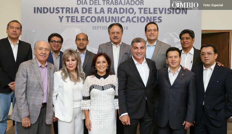 Tony Gali reconoce a trabajadores de radio, televisión y telecomunicaciones