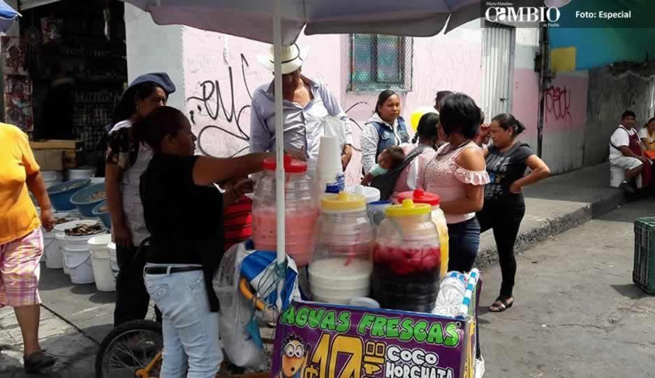 Retiran a vendedores de aguas frescas en Atlixco por riesgo de cólera