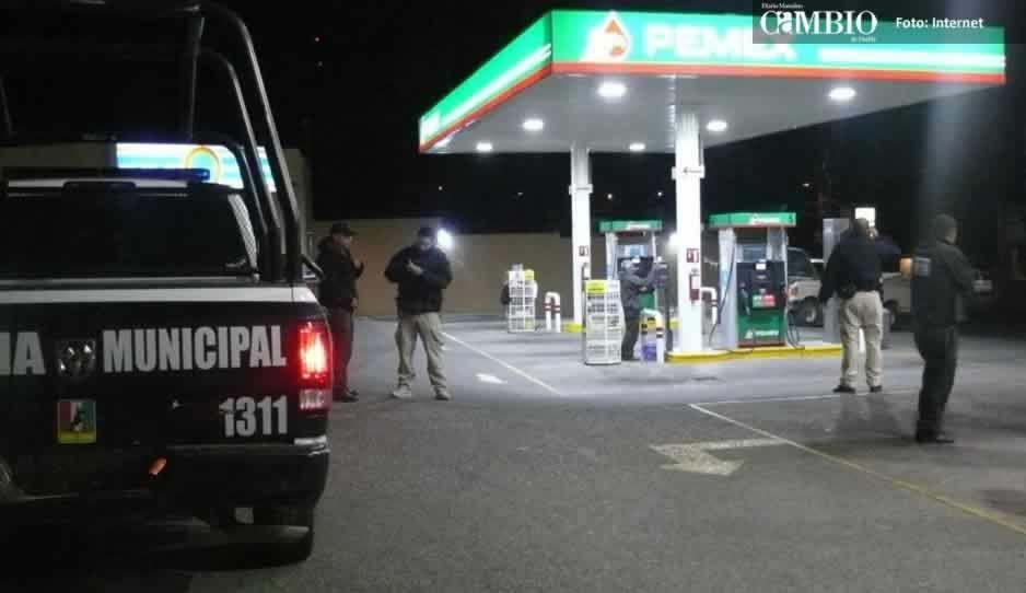 Policías detienen a delincuente que atracó gasolinera en Texmelucan