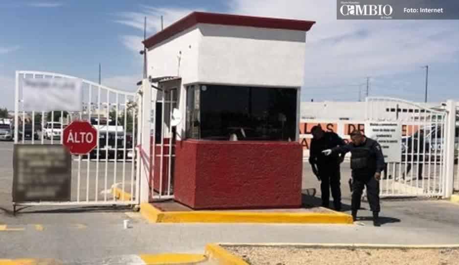 Comando armado somete a guardia y atraca dos viviendas en fraccionamiento de Texmelucan