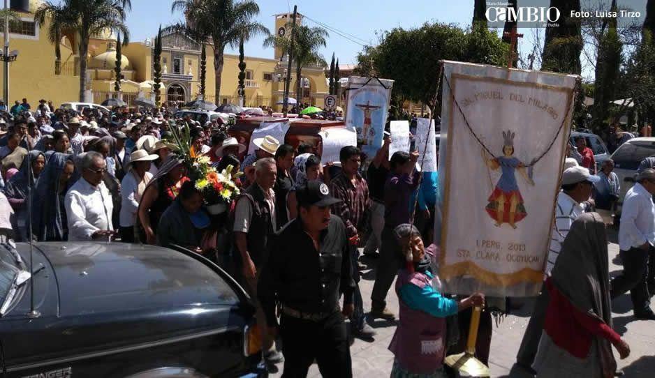Repudian Antorcha Campesina en el sepelio de Aarón Martínez, la culpan de su muerte