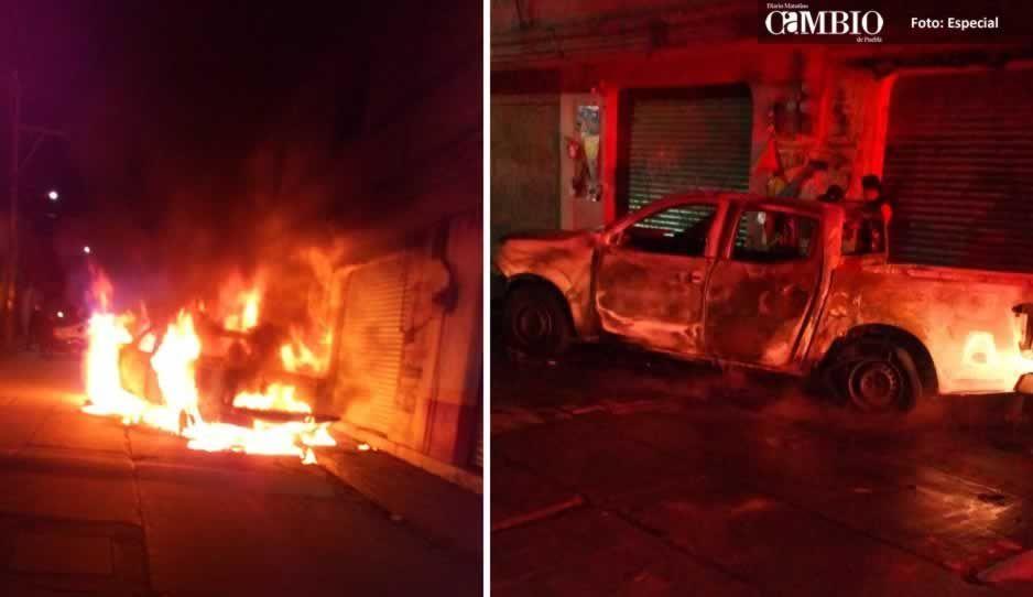 Bomberos de Texmelucan sofocan incendio de una camioneta en Texmelucan