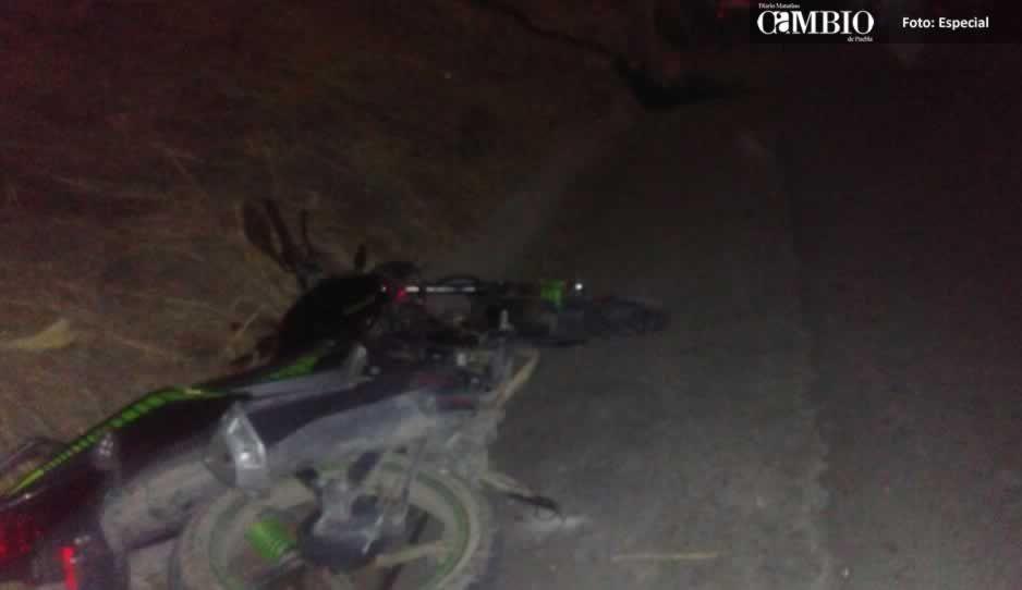 Menor de 16 años se impacta contra un poste y pierde la vida en El Verde