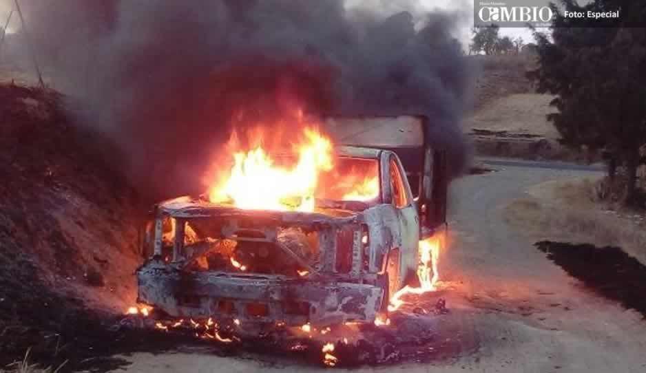 Se incendia camioneta de Globos Gas en Huejotzingo