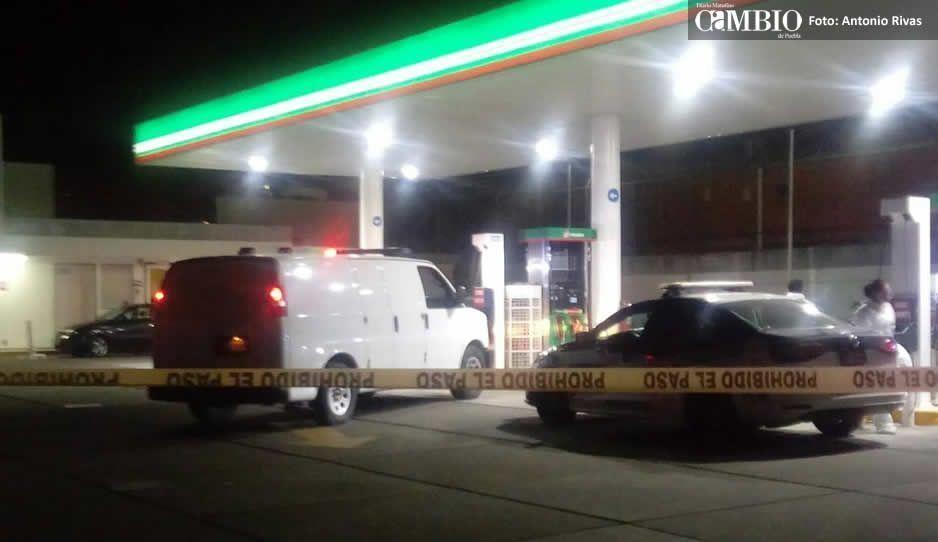 Asesinan a conductor de Jetta en gasolinera  de Xilotzingo por resistirse al asalto (VIDEO)