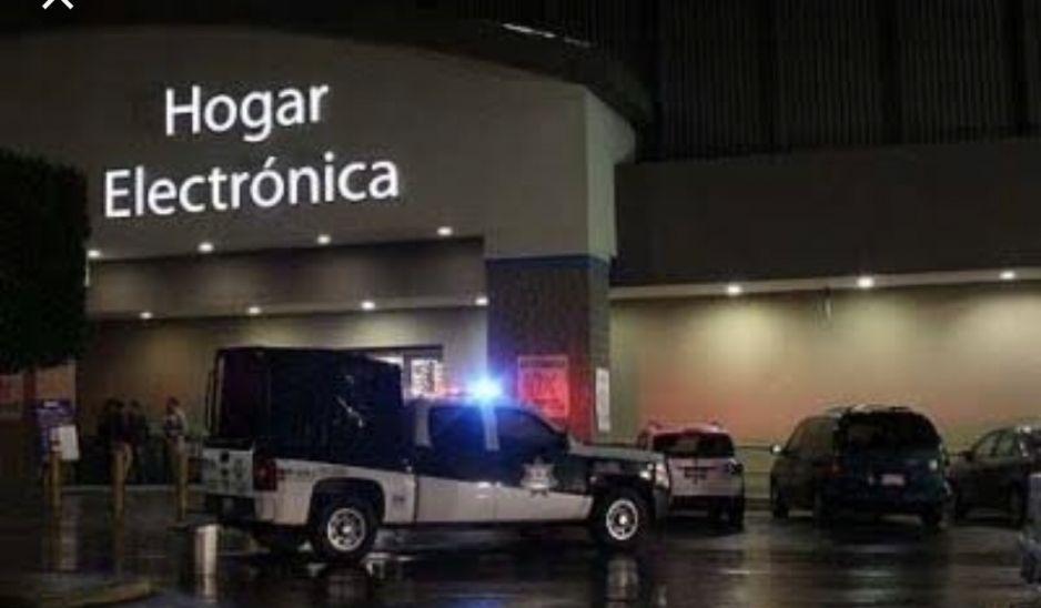 Comando armado disfrazados de Halloween asaltan Walmart de San Manuel