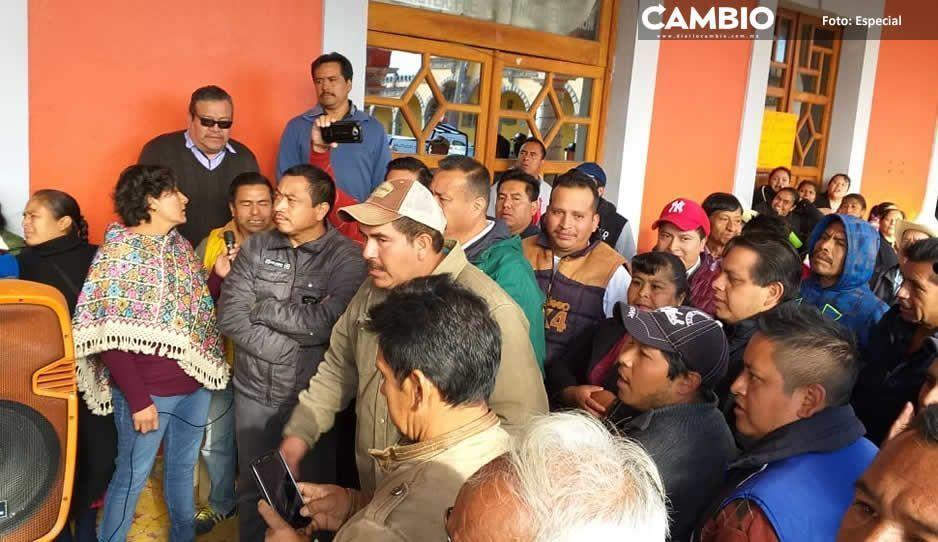 Bloquean presidencia de Chignautla  por falta de agua, edil lanza amenazas
