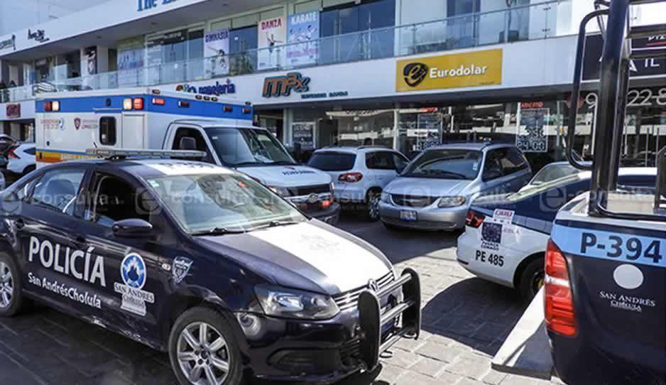 Asaltan y golpean a empleada de casa de cambio en Lomas de Angelópolis