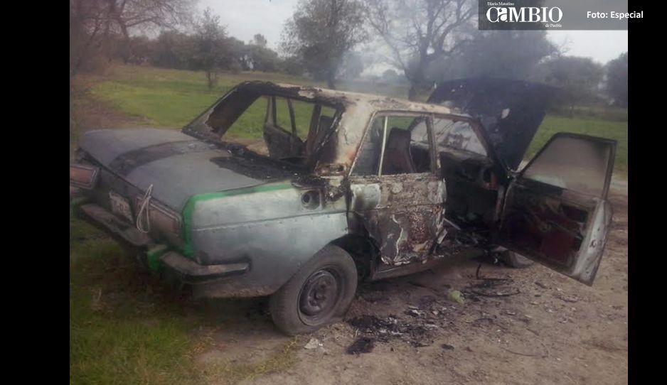 Presuntos delincuentes incendian un vehículo en Xalmimilulco