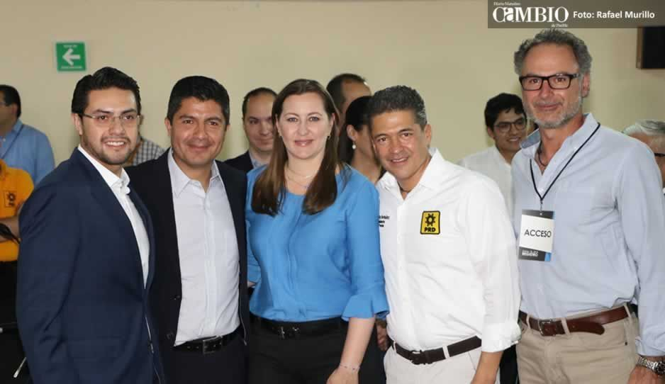 Lalo Rivera se registra y descarta pedir más seguridad