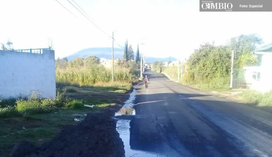 Vecinos se quejan de que el ayuntamiento de Huejotzingo realiza obra de mala calidad
