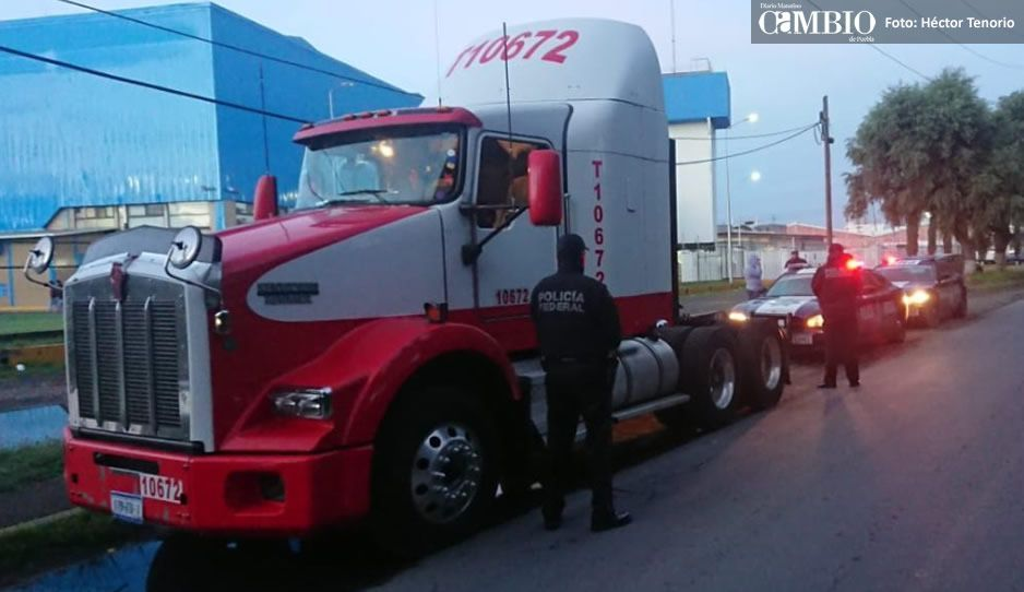 Recuperan camión robado y liberan a chofer en Xoxtla