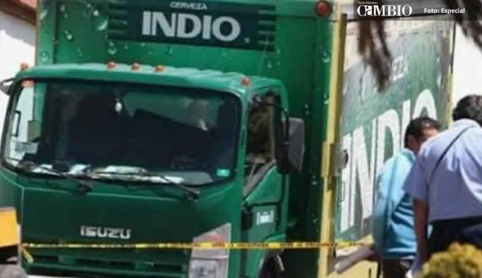 Comando armado roba dos camiones con cerveza en Nopalucan