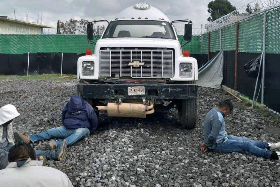 Aseguran a seis huachigaseros que ordeñaban una toma clandestina en Mihuacán