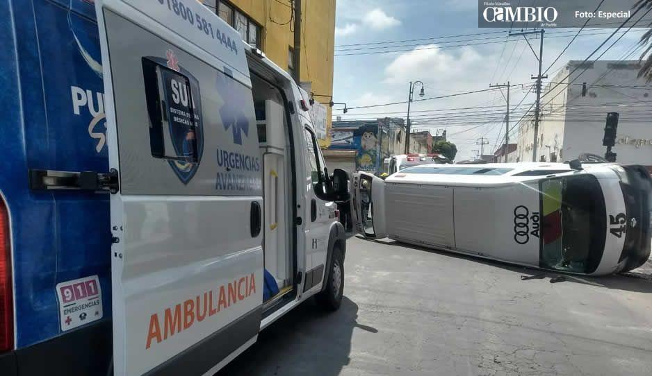 Choque entre combi y particular deja 6 lesionados