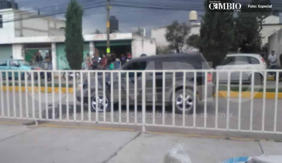 Rafaguean a conductor frente a una primaria en Texmelucan