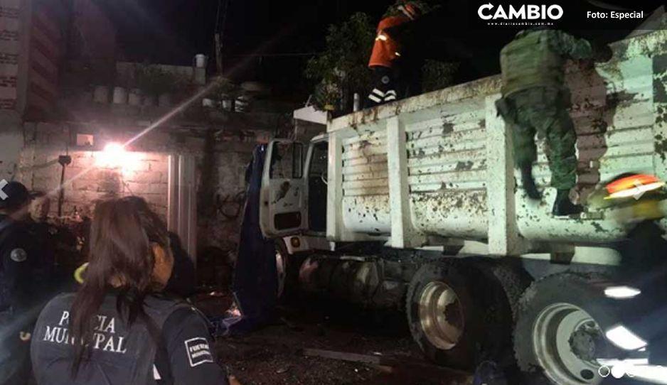 Explota un camión huachicolero en Totimehuacán, deja dos lesionados (VIDEO)
